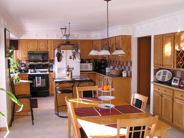 kuchyně v hnědém provedení